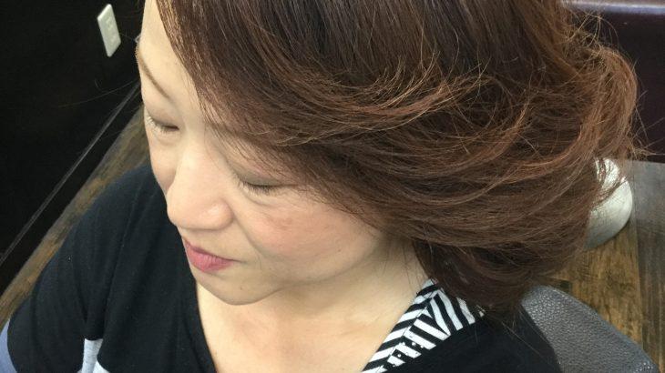 オトナ女子に似合うヘアカラーとアイロンセット技法に定評があります。